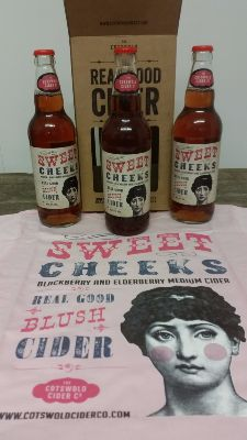 SweetCheeks 3 x bottle gift box and T-shirt